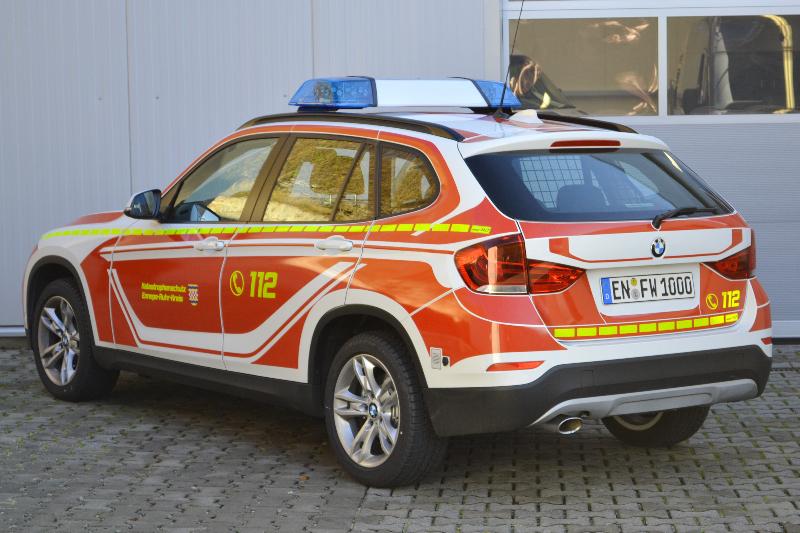 design112-kdow-feuerwehr-bmw-x1-ennepe-ruhr-kreis-ral-3000-linienmarkierung-heck