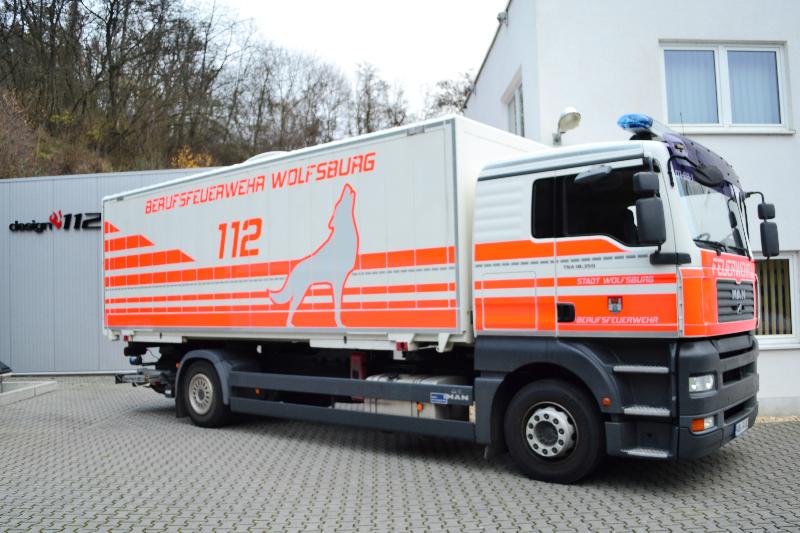 design112-berufsfeuerwehr-wolfsburg-konturmarkierung-warnmarkierung-lkw-8
