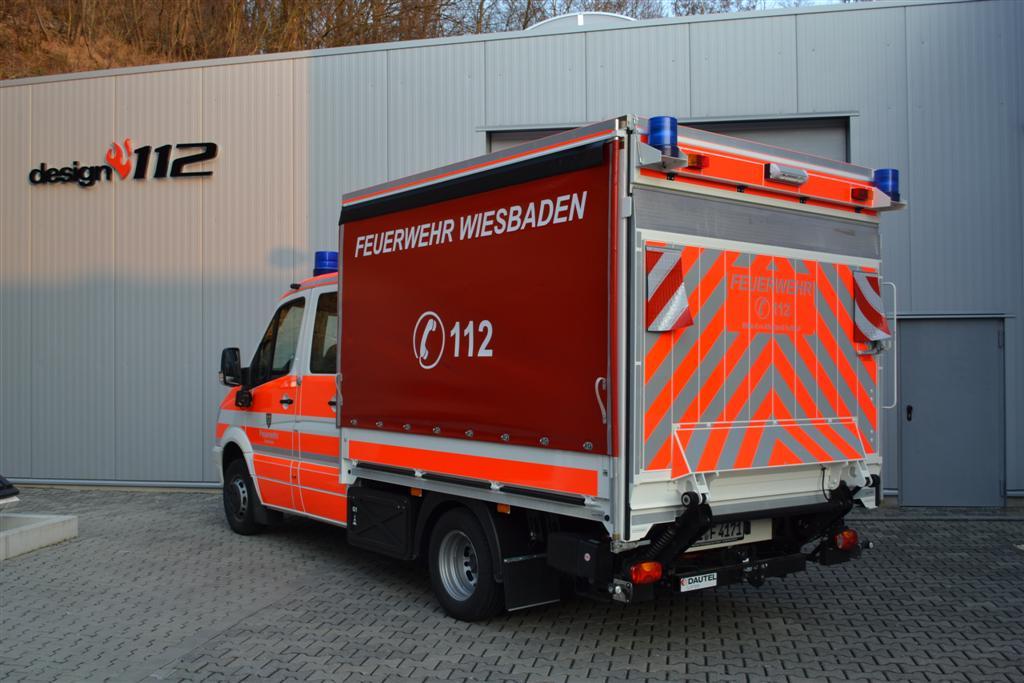 design112-feuerwehr-wiesbaden-sprinter-doka-heck-warnmarkierung