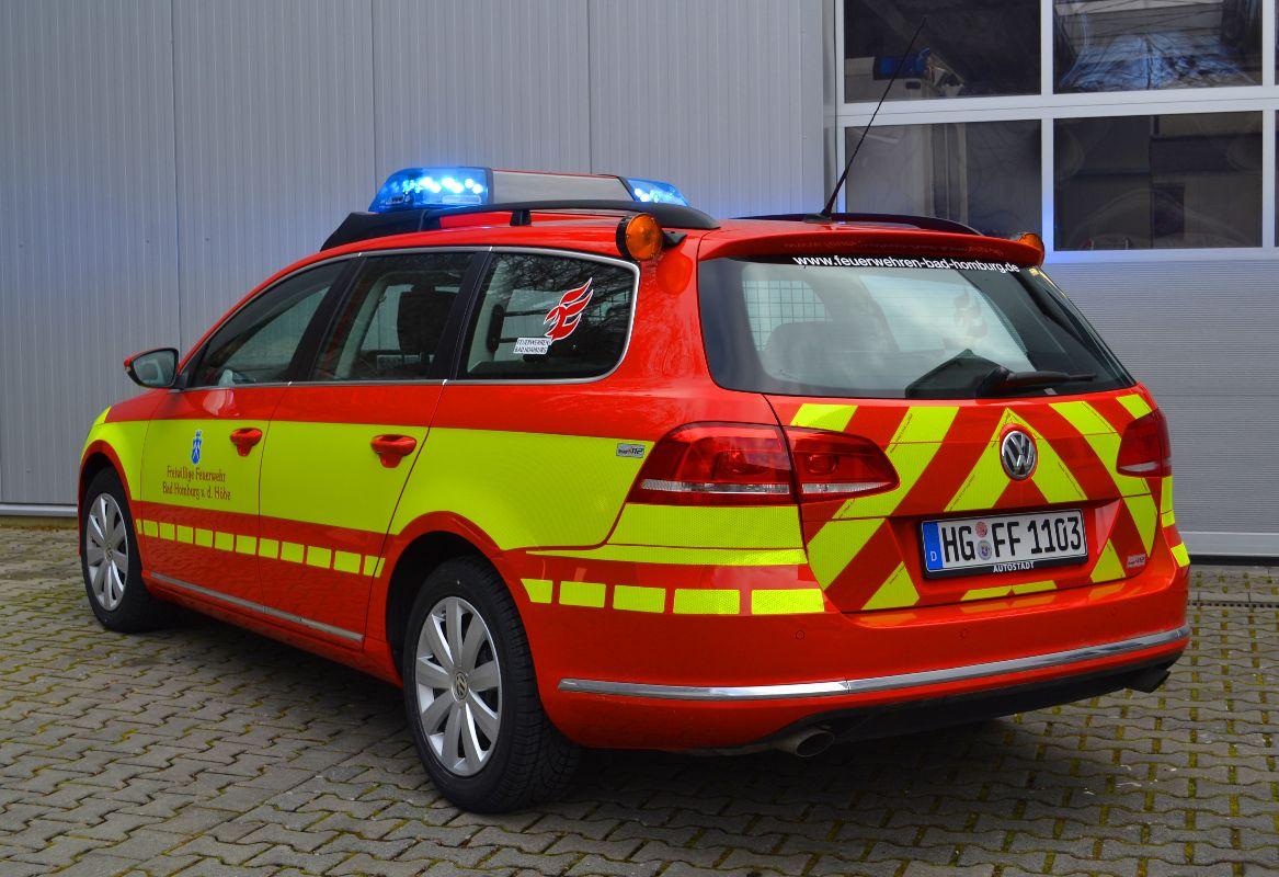 design112-feuerwehr-bad-homburg-kdow-vw-passat-heck-warnmarkierung-din14502-3-rot-gelb
