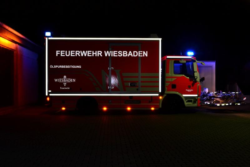 design112-feuerwehr-wiesbaden-oelspurbeseitigung-nacht-2-large