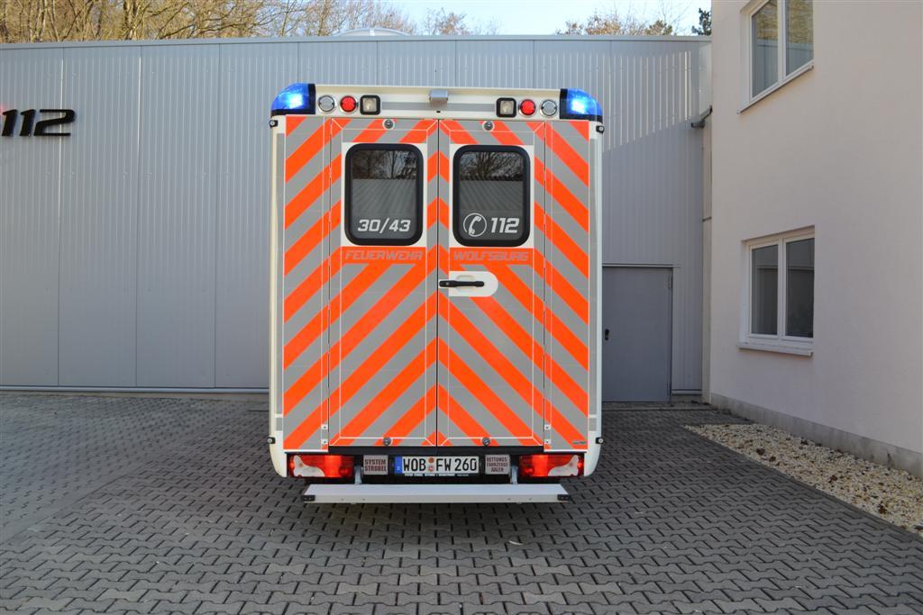 design112-rtw-wolfsburg-feuerwehr-wolfsburg-warnmarkierung-strobel-30-43